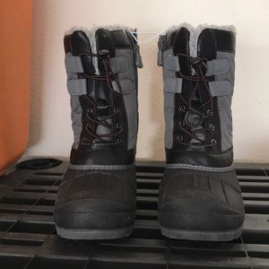 Cat and jack NWT 1y snow rainboot
